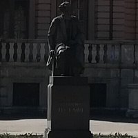 Памятник П.Ф. Лесгафту, ул. Декабристов, 35Е.