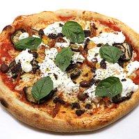 Pugliese/ PIZZA Maison  (Pomodoro, Mozz, BURRATA, Aubergines Grilles, Paté olives noires, tomates sechee, olive taggiasche)