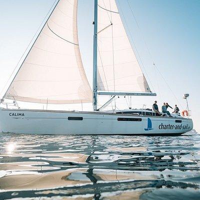 Segeltörns auf der Ostsee ab Warnemünde mit Charter-and-sail.de Wir bieten Kojencharter, Tagestörns, Teamevents, firmenregatten mit bis zu 140 Teilnehmern. Wir arbeiten auch als Broker für weltweite Seegebiete mit einem Standort in Grenada in der südlichen Karibik.