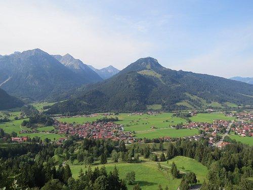 Вид на долину со смотровой площадки
