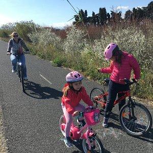 Balade sur la piste cyclable en famille !