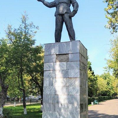 """Скульптурная композиция """"Сварщик"""", Нефтекамск."""