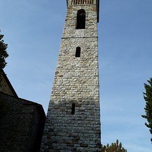 il massiccio ed alto campanile