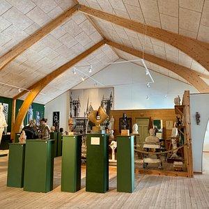 Fra utstillinga. Knut Skinnarland - skulptursamling i Rauland