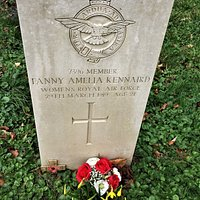 5. Commonwealth War Graves, St Peter and St Paul Church, Wadhurst, East Sussex;  the grave of Fanny Amelia Kennard