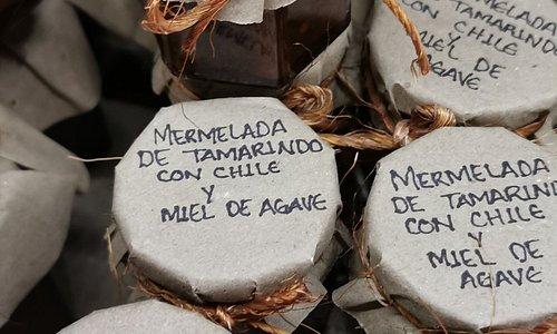Magnífico! Productos de la región totalmente naturales, una piezas únicas de joyería, excelente tesoro en en centro de San Sebastián