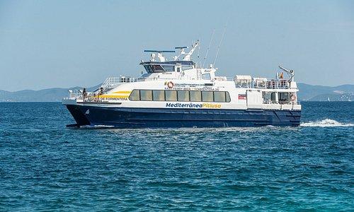 Aigües de Formentera navegando. Realiza el trayecto en 25 minutos