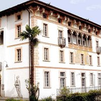 Musée dédié au compositeur italien Leoncavallo. Le musée se trouve dans le Palazzo Branca-Baccalà.