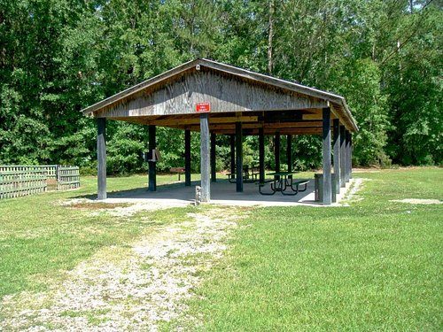 Ducksworth Park - shelter with picnic tables