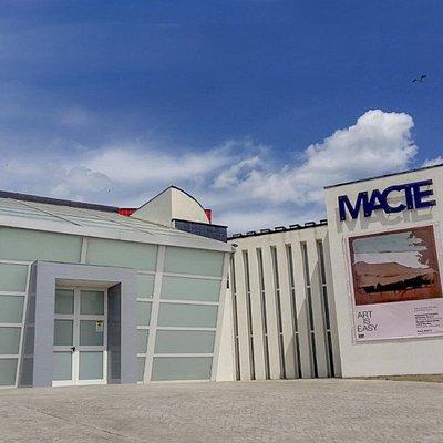 Il MACTE – Museo d'Arte Contemporanea di Termoli è uno spazio espositivo per raccontare una storia che inizia nel 1955, con il Premio Termoli. La collezione di opere, raccolte dalla città di Termoli, rappresenta un caso forse unico in Italia per la documentazione di tutto quell'ambito di ricerca che va dal post-informale all'astrattismo, alla nuova figurazione, all'arte cinetica e programmata.