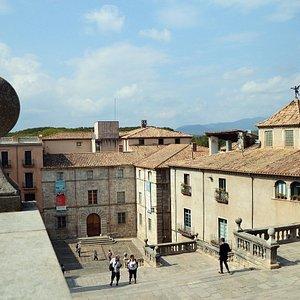 Vista de la escalinata central de acceso a la Catedral de Santa Maria en Girona