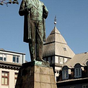 Monument to Jon Sigurosson