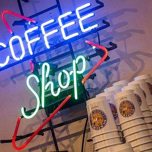 Hunter's Coffeeshop, Stationsstraat 9-11, Zandvoort https://hunters-coffeeshop.com/