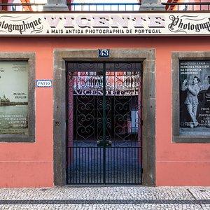 Fachada principal do Museu de fotografia da Madeira - atelier Vicente's Fotografia: Marco Gonçalves