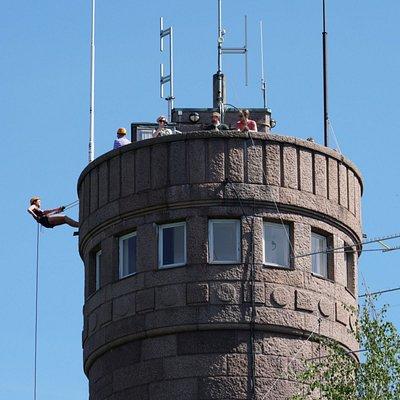 Abseiling from Pyynikki observation tower, Kelo ja kallio Adventures