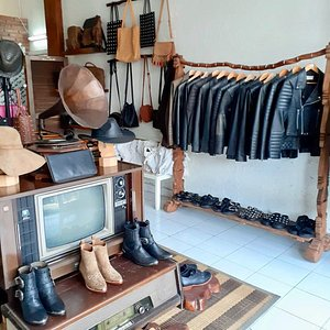 Custom Made By Kuta Leather  Made To Order See More Product On Instagram Page : @kutaleather_tailor Online Shopping Please Contact Us By Whatsapp : +62 877 0119 0001