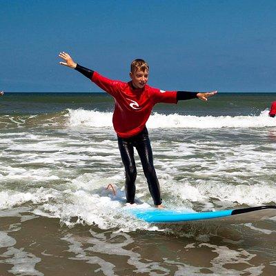 Een surfles met ontzettend veel enthousiasme.