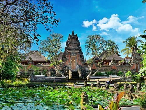 Saraswati Temple in Ubud, there is a restaurant next to the temple, we ate there with this view at the temple, very nice.