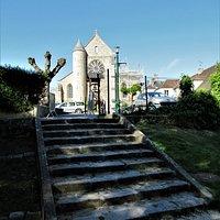 L'église vue du parc de l'étang