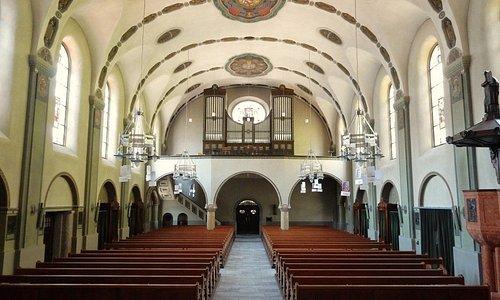 Eglise Herz Jesu à Flüelen (Uri) - vue intérieure avec les orgues