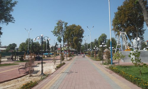 main path leading through park