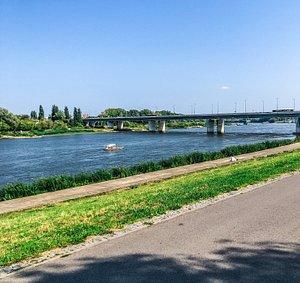 Most Łazienkowski widok z bulwarów