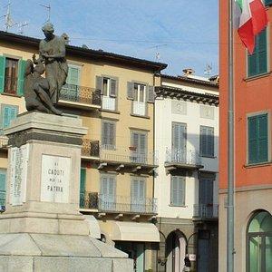 Scorzio monumento e piazza