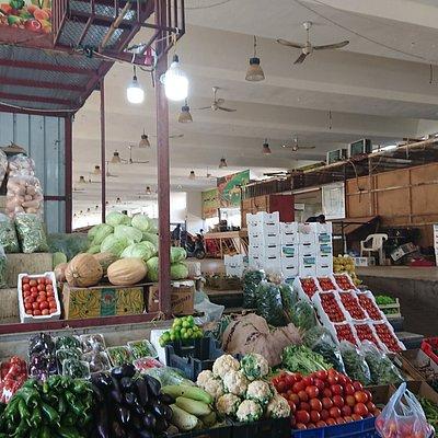 Popular market Hail(女性市場)の南側にある果物市場の、さらに南側にある野菜市場の店舗