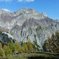 Rocce stratificate sul Monte Vallesella
