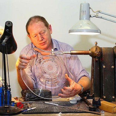 Engraving a crystal bowl