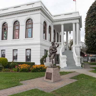 Chilliwack Musuem and statue of Piper Richardson