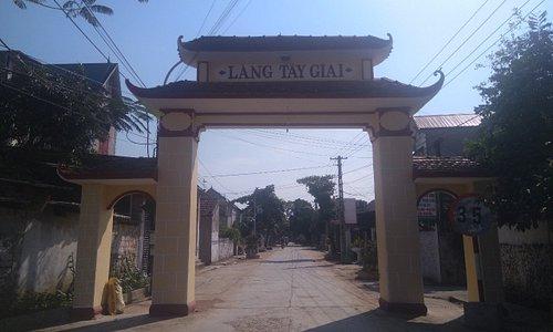 Cổng làng Tây Giai - Tây Giai Village Gate
