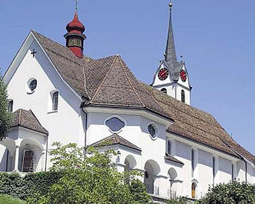 Pfarrkirche St.Leonhard à Brunnen (vue extérieure)