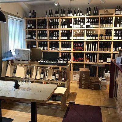 Interiér prodejny a baru společnosti Weinort.