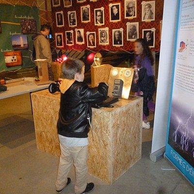 Des expositions où manipuler est l'objectif numéro 1 pour comprendre.