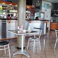 Bom sitio para comer Bom atendimento. Staff muito atencioso e um espaço agradavel. Precos razoaveis