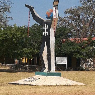 Kunta Kinteh island, world famous statue