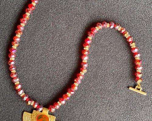Exclusivo collar en cristal murano con hermoso accesorio precolombino
