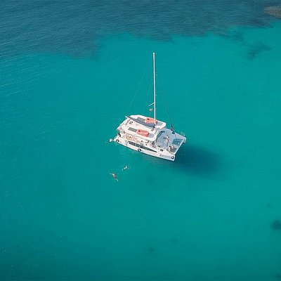 An unforgettable voyage on the Australian sailing premium-class catamaran SeaWind 1160 will provide you with the opportunity to enjoy the sounds of the sea wave and observe the stunning scenery of the Nha Trang coast in the safest and most comfortable environment.