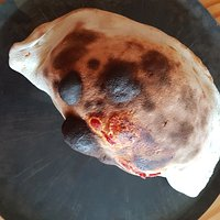 CALZONE : Sauce tomate, fromage, jambon blanc, oeuf.