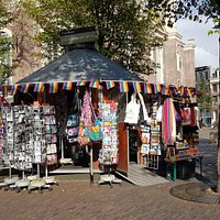 Pink Point Amsterdam is the official LGBTI+ information kiosk adjacent to the Homomonument on Westermarkt. Pink Point provides information on the Homomonument, as well as general information on LGBTI+ Amsterdam. The staff are always willing to help with maps, club night listings and insider advise. In addition Pink Point offers a wide range of information brochures and flyers from local organisations, as well as one of the best selections of queer souvenirs and gifts in the Netherlands.