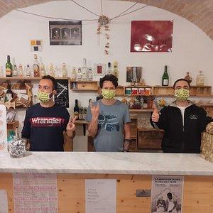 Wine bar nel centro storico di Perugia, degustazione di vini locali, italiani e esteri. Passate a trovarci . Aperto tutti i giorni dalle 14:00 alle 01:00