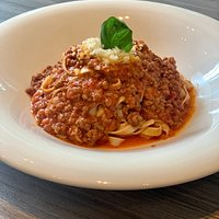 Fettuccine hechas en casa con la famosa salsa bologna de Casa Vecchia