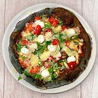 "Pizza ""Regina"" con impasto al carbone vegetale"