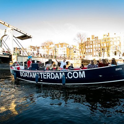 Beautiful sunny day on the Amstel river, canal cruise with on the Best Cruise in Town!