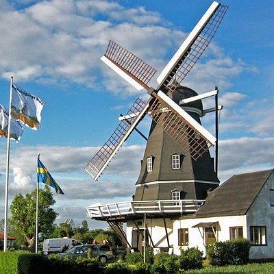 Kyrkoköpinge Mölla är en holländarekvarn byggd år 1873. Den är öppen för visning söndagar i juli och augusti mellan kl 13-16.