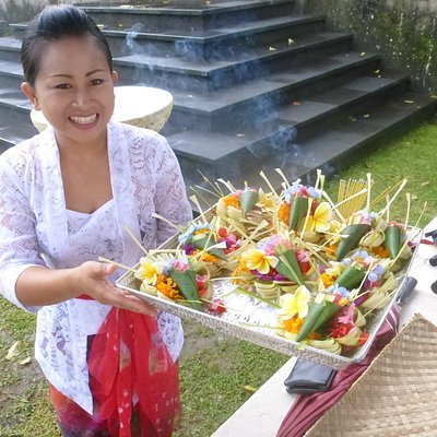 """Learning how to make 'canning"""", flower offerings in Jati Village during our Embody Bali retreat, 2018"""