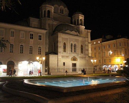 Casa, chiesa, piazza e fontana