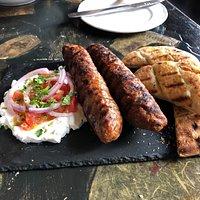 Kebab z niezwykle zjawiskowymi bułeczkami