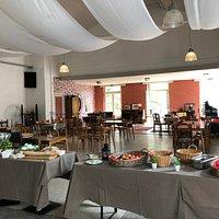 l'intérieur et buffet du dimanche midi